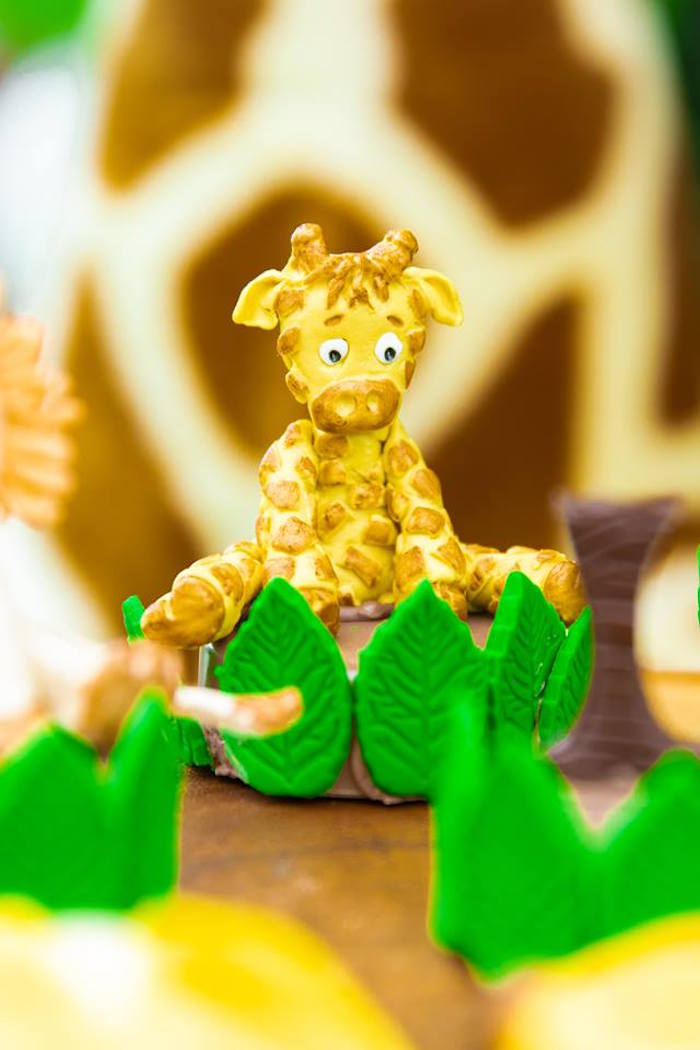 Giraffe Oreo from a Safari Wild ONE Birthday Party on Kara's Party Ideas | KarasPartyIdeas.com (10)