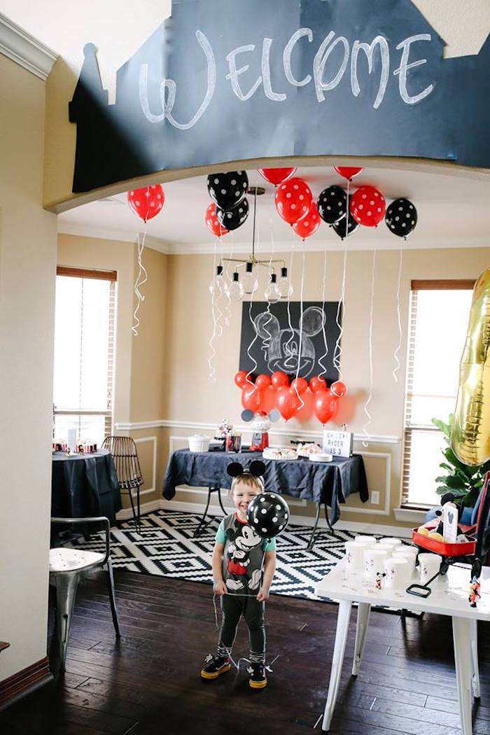 DIY Modern Throwback Mickey Mouse Birthday Party