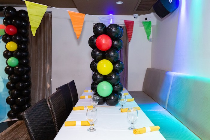 Stop Light Balloon Installation + Party Table from a Planes, Trains and Automobiles Birthday Party on Kara's Party Ideas | KarasPartyIdeas.com (22)