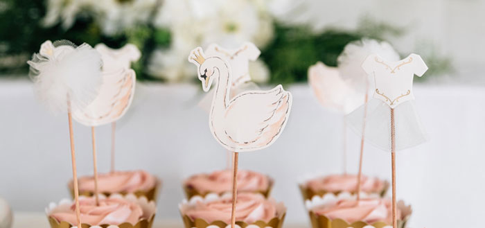 Stylish Swan Birthday Party On Karas Ideas