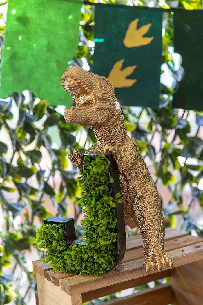 Glam Dinosaur Jungle Leaf Letter from a Glamorous Dinosaur Birthday Party on Kara's Party Ideas | KarasPartyIdeas.com (16)