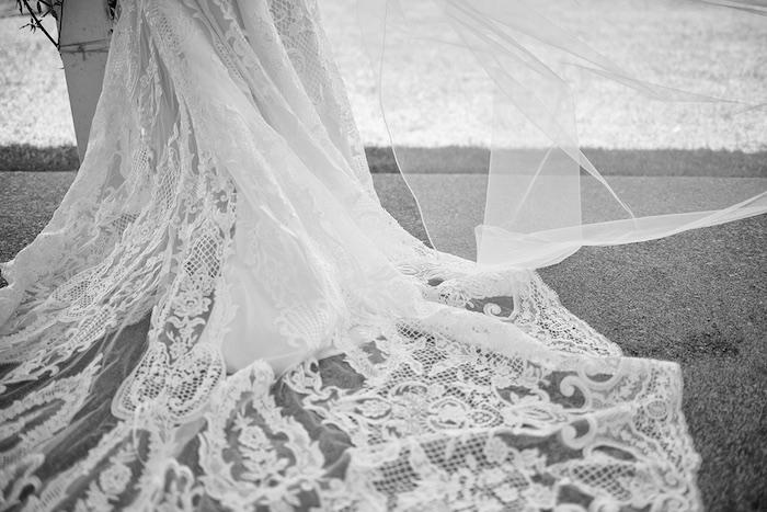 Minimal & Elegant Oceanside Wedding on Kara's Party Ideas | KarasPartyIdeas.com (36)