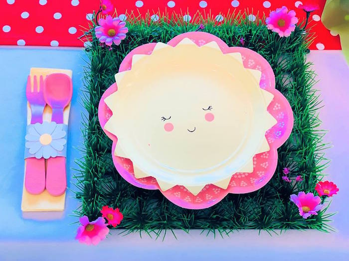 Sun and Flower Table Setting from a Peppa Pig Birthday Party on Kara's Party Ideas | KarasPartyIdeas.com (8)