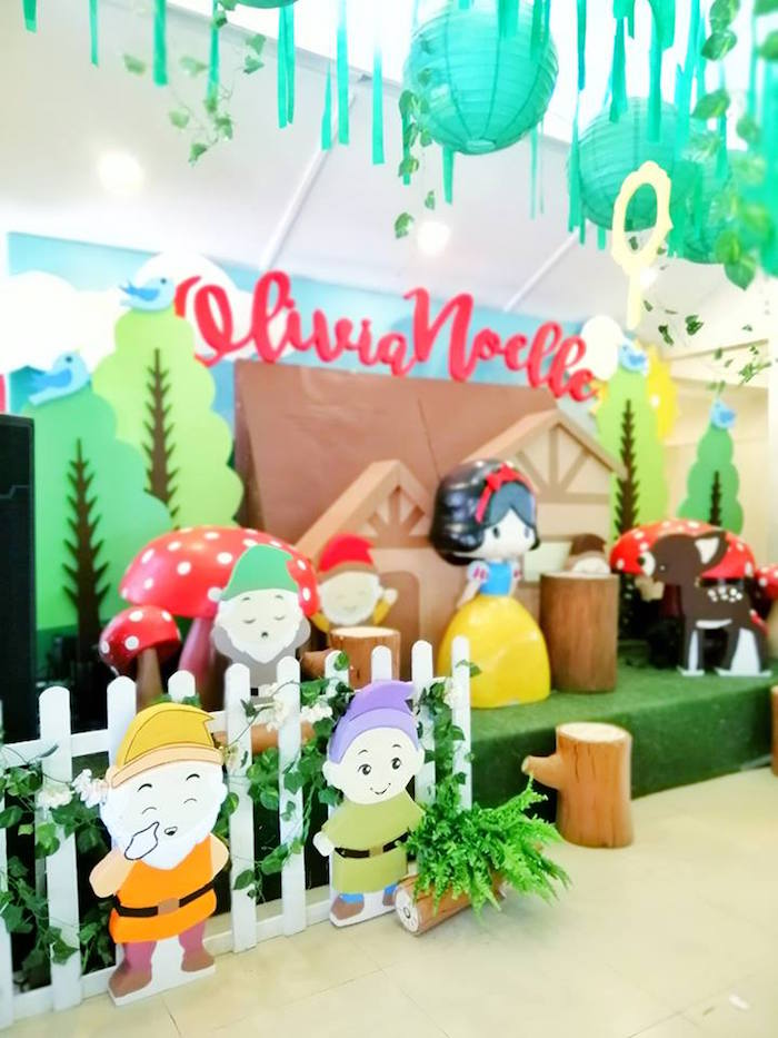Seven Dwarf Standees from a Snow White Birthday Party on Kara's Party Ideas | KarasPartyIdeas.com (13)