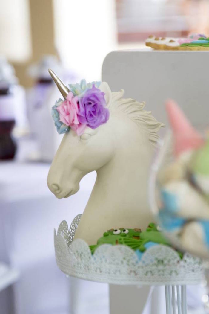 Unicorn Head from a Unicorns and Dragons Birthday Party on Kara's Party Ideas | KarasPartyIdeas.com (31)