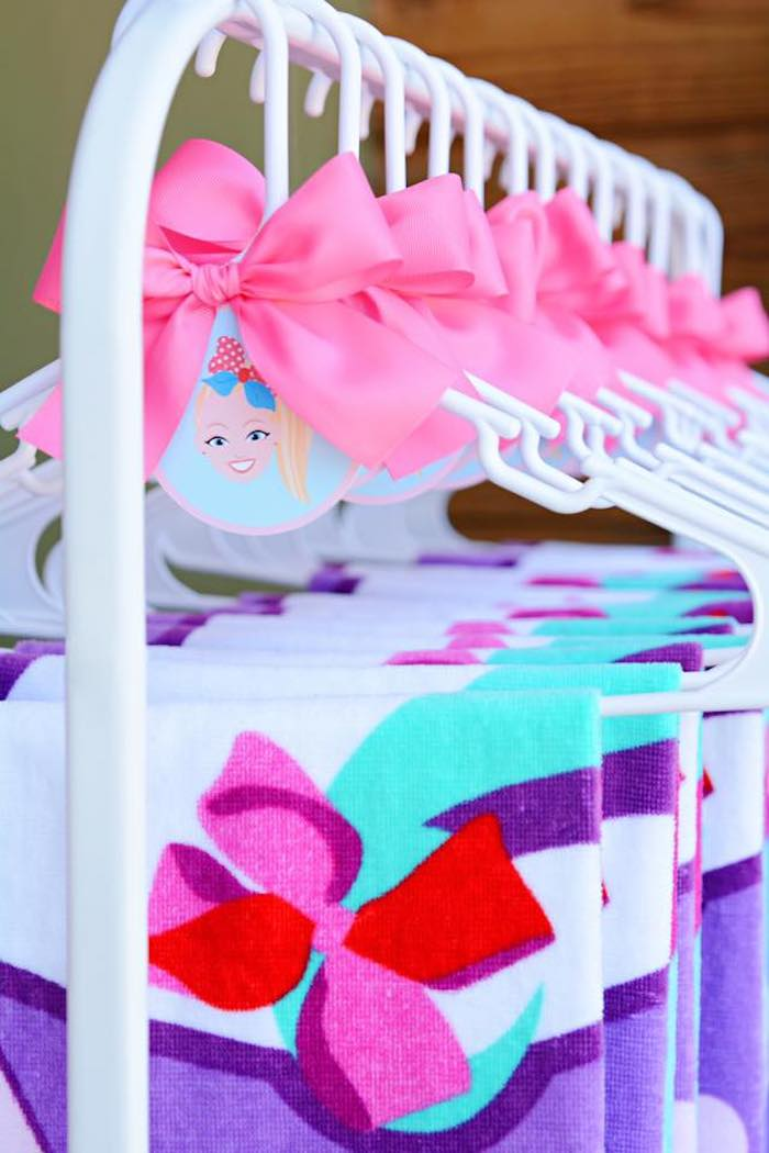 JoJo Siwa Bow Tag from a JoJo Siwa Girly Glam Birthday Party on Kara's Party Ideas | KarasPartyIdeas.com (9)