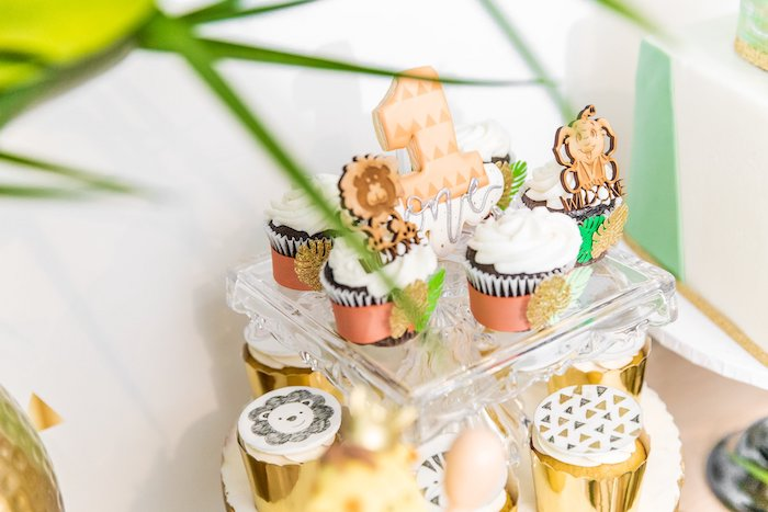 "Jungle-inspired Cupcakes from a Modern ""Wild One"" 1st on Kara's Party Ideas 