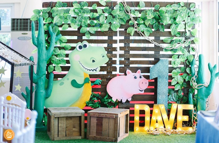 Rex & Hamm Pallet Board Backdrop from a Toy Story Birthday Party on Kara's Party Ideas | KarasPartyIdeas.com (6)
