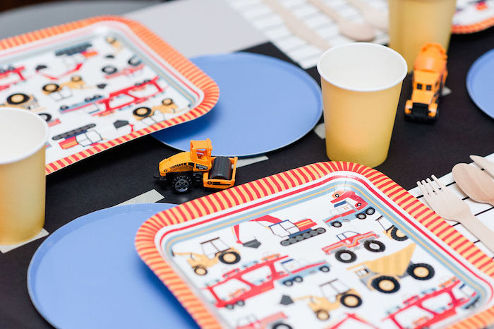 "Construction Themed Plates + Table Setting from a ""Can You Dig it?"" Construction Birthday Party on Kara's Party Ideas 