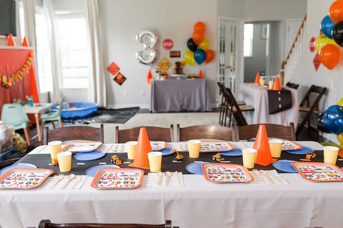 "Construction Themed Guest Table from a ""Can You Dig it?"" Construction Birthday Party on Kara's Party Ideas 