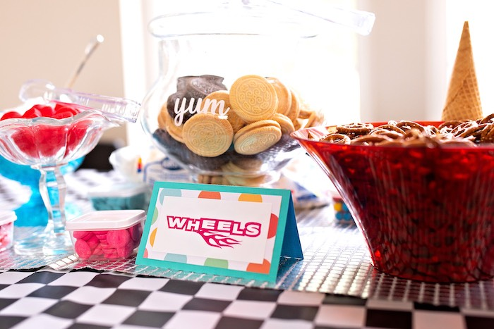 Wreck-it-Ralph Party Table from a Wreck-it-Ralph Birthday Party on Kara's Party Ideas | KarasPartyIdeas.com (20)