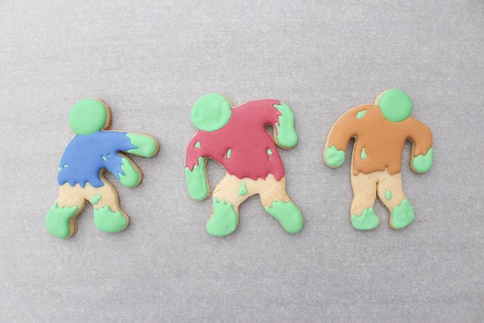 DIY Zombie Halloween Cookies on Kara's Party Ideas | KarasPartyIdeas.com (16)