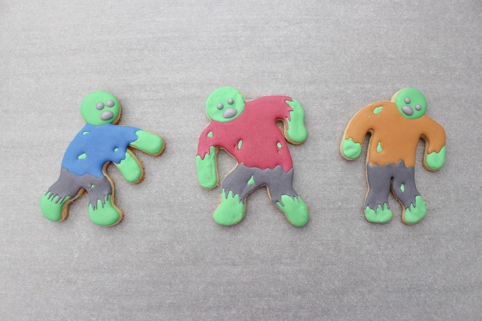 DIY Zombie Halloween Cookies on Kara's Party Ideas | KarasPartyIdeas.com (14)