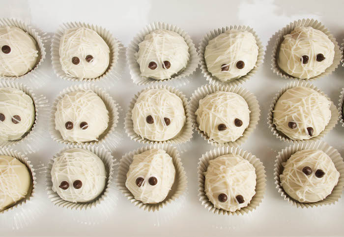Mummy Desserts + Cake Pops from an Enchanting Backyard Halloween Party on Kara's Party Ideas | KarasPartyIdeas.com (18)