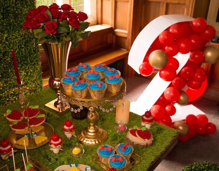 Branca de neve doce mesa detalhe de uma festa de aniversário branca de neve em idéias de festa de Kara |  KarasPartyIdeas.com (25)