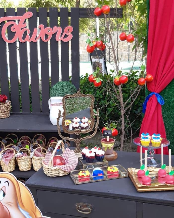 Snow White Birthday Party on Kara's Party Ideas | KarasPartyIdeas.com (19)