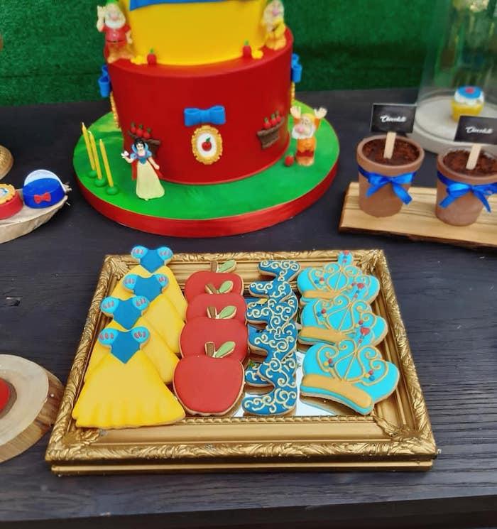Snow White Birthday Party on Kara's Party Ideas | KarasPartyIdeas.com (17)