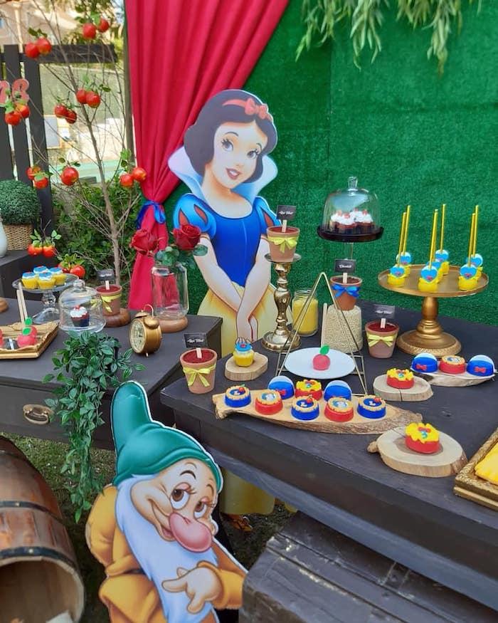 Snow White Birthday Party on Kara's Party Ideas | KarasPartyIdeas.com (16)