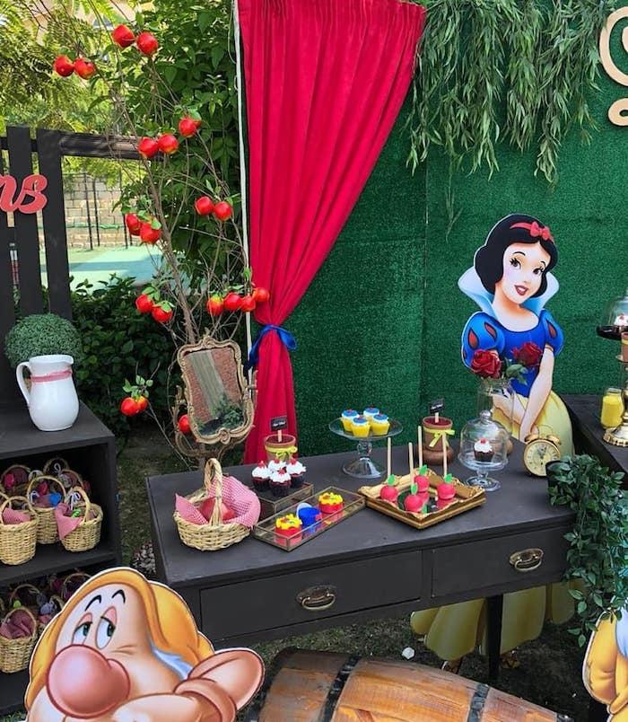 Snow White Birthday Party on Kara's Party Ideas | KarasPartyIdeas.com (12)