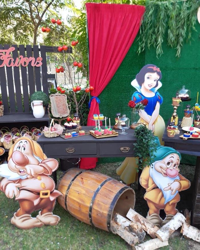 Snow White Birthday Party on Kara's Party Ideas | KarasPartyIdeas.com (11)