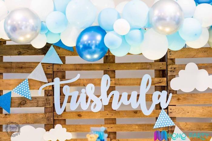 Balloon Sky Garland + Pallet Board Backdrop from a Teddy Bear Prince Birthday Party on Kara's Party Ideas | KarasPartyIdeas.com (26)