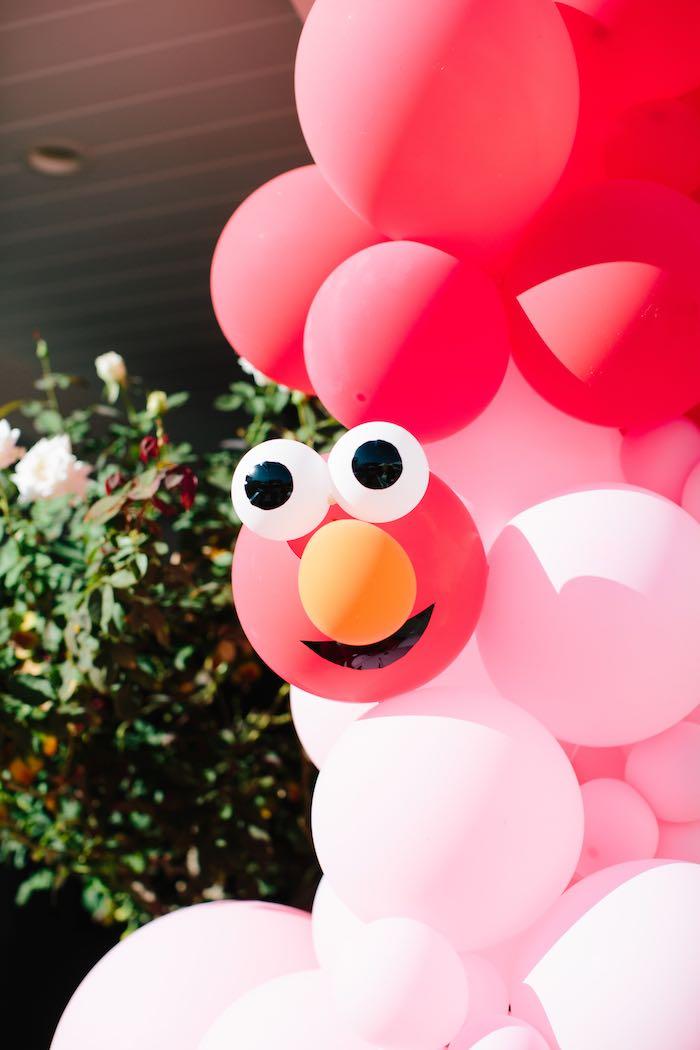 Elmo Balloon Garland + Install from a Girly Elmo Birthday Party on Kara's Party Ideas   KarasPartyIdeas.com (34)