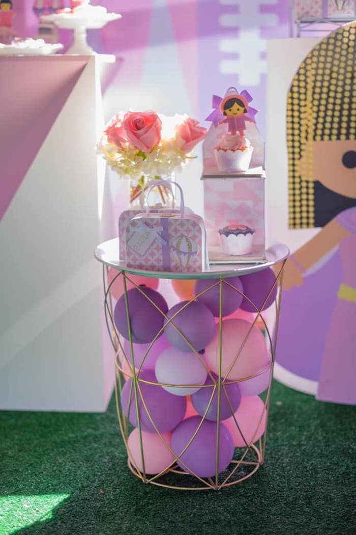 "Balloon Pedestal Table from an ""It's a Small World"" Birthday Party on Kara's Party Ideas 