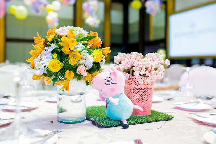 Peppa Pig-inspired Table Centerpiece from a Peppa Pig Birthday Party on Kara's Party Ideas | KarasPartyIdeas.com (24)
