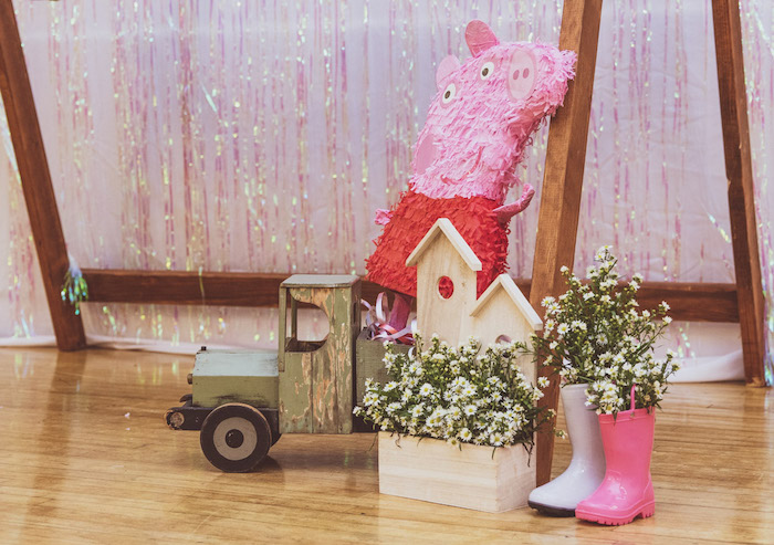 Peppa Pig Party Decor from a Muddy Puddles Peppa Pig Party on Kara's Party Ideas | KarasPartyIdeas.com (9)