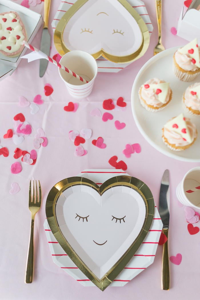 Heart Face Plate Table Setting from a Pizza Love Valentine's Day Party on Kara's Party Ideas | KarasPartyIdeas.com (18)