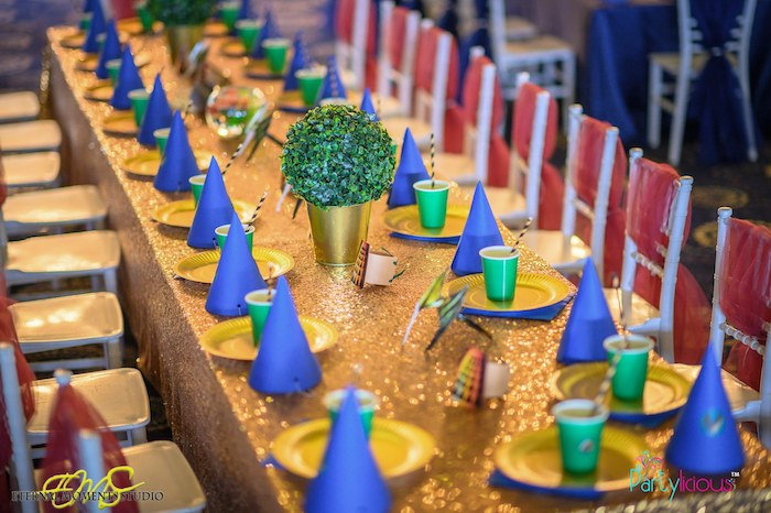 Kid Table from an Aquaman and Princess Mera Birthday Party on Kara's Party Ideas   KarasPartyIdeas.com (14)