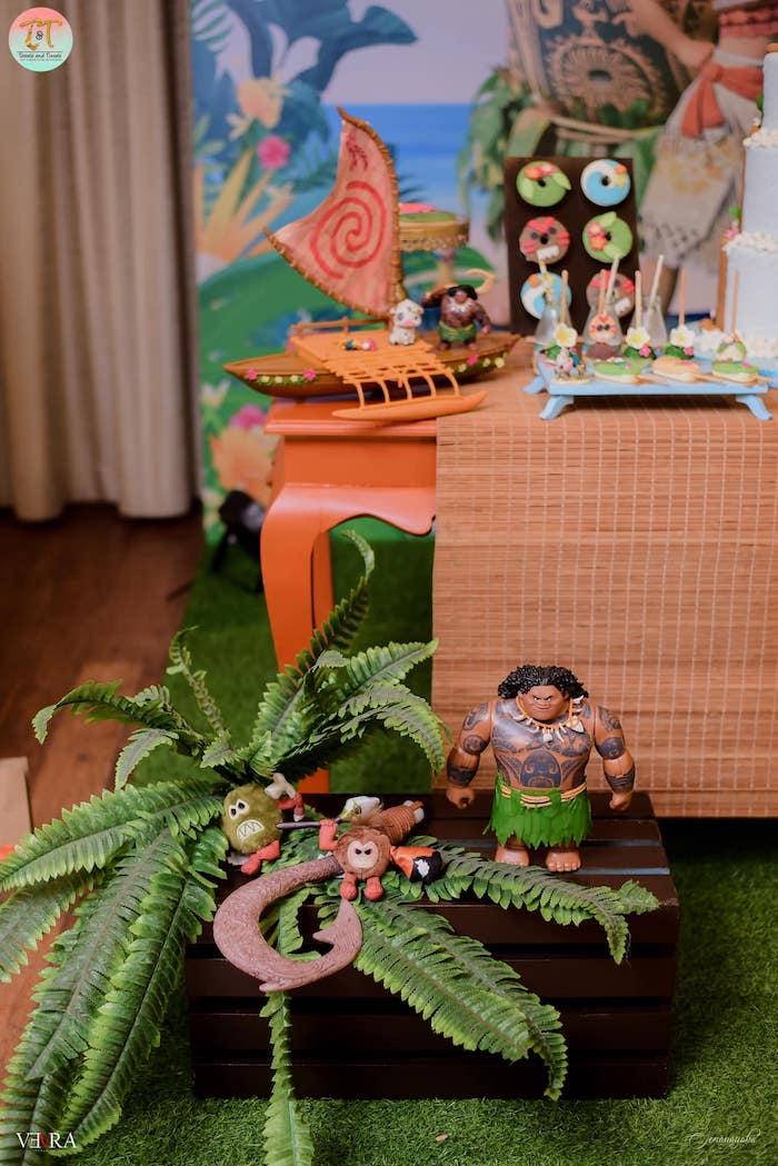 Moana Themed Tropical Plant Decoration from a Moana Birthday Party on Kara's Party Ideas | KarasPartyIdeas.com (16)
