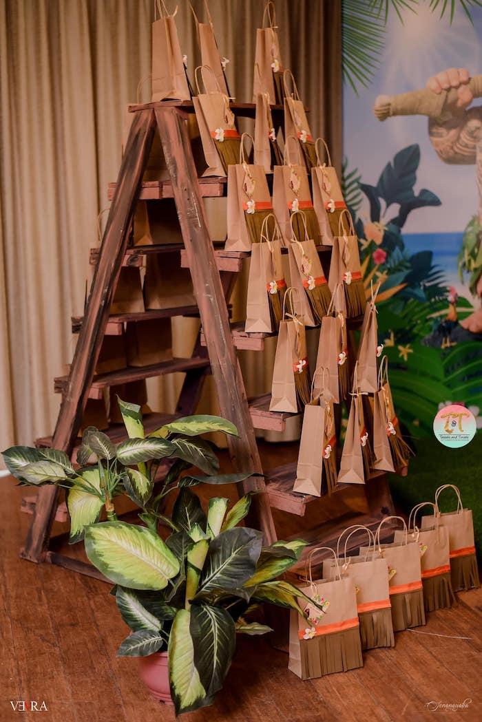 Moana-inspired Gift Bags + Gift Bag Teepee from a Moana Birthday Party on Kara's Party Ideas | KarasPartyIdeas.com (43)