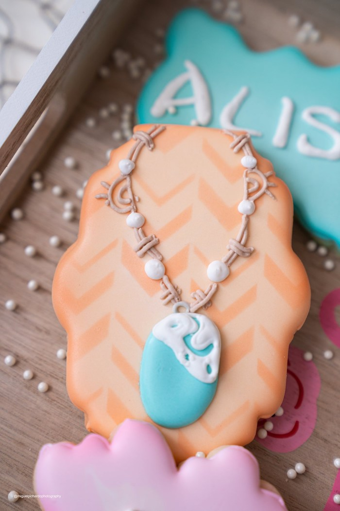 Moana's Heart of Te Fiti Necklace Cookie from a Modern & Fresh Moana Birthday Party on Kara's Party Ideas | KarasPartyIdeas.com (8)