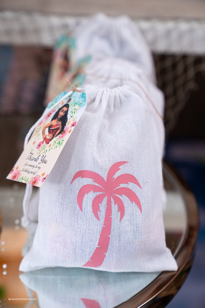 Palm Tree-printed Drawstring Favor Sack from a Modern & Fresh Moana Birthday Party on Kara's Party Ideas | KarasPartyIdeas.com (36)