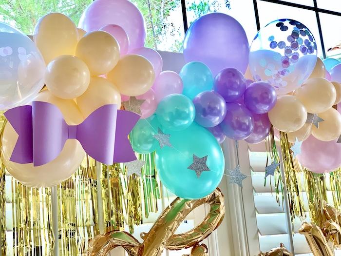Guirnalda de globos inspirada en Jojo Siwa de una gran fiesta de cumpleaños de Jojo Siwa Dream en Kara's Party Ideas | KarasPartyIdeas.com