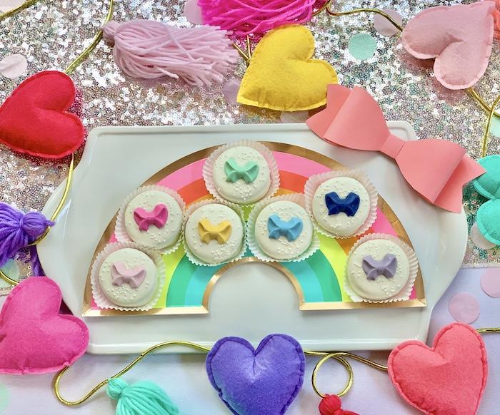 Rainbow Bow Oreos de una gran fiesta de cumpleaños de Jojo Siwa Dream en Kara's Party Ideas | KarasPartyIdeas.com