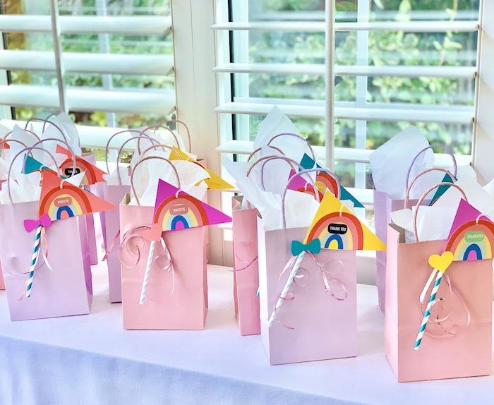 Rainbow Bag Party Favors de una gran fiesta de cumpleaños de Jojo Siwa Dream en Kara's Party Ideas | KarasPartyIdeas.com