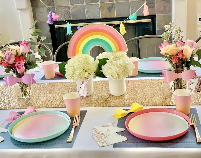 Rainbow Glam Tablescape de una gran fiesta de cumpleaños de Jojo Siwa Dream en Kara's Party Ideas | KarasPartyIdeas.com