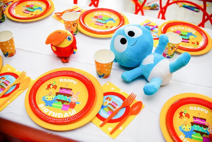 Kid Table from a Kid Table from a BabyFirst TV Inspired Birthday Party on Kara's Party Ideas | KarasPartyIdeas.com (25)