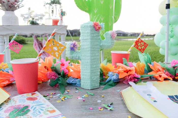 Fiesta dining table decorations by a