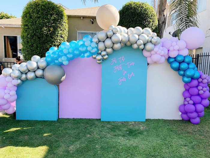 Balloon Arch + Wall from a Four the First Time in Four-ever Frozen 4th Birthday Party on Kara's Party Ideas | KarasPartyIdeas.com (5)