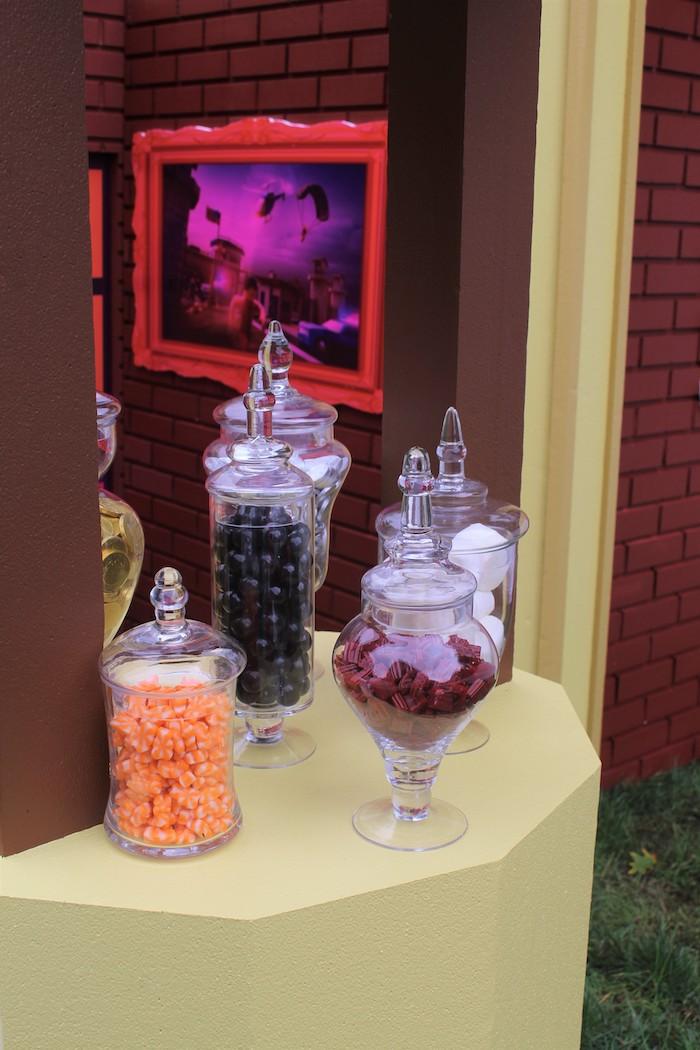 Roblox Museum Heist Birthday Party on Kara's Party Ideas | KarasPartyIdeas.com (10)