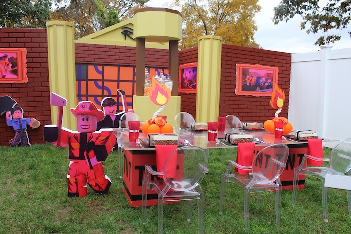 Roblox Museum Heist Birthday Party on Kara's Party Ideas | KarasPartyIdeas.com (24)