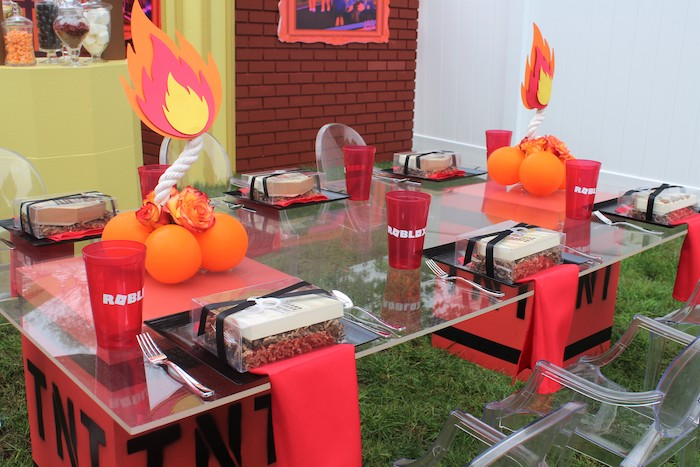 Roblox Themed Guest Table from a Roblox Museum Heist Birthday Party on Kara's Party Ideas | KarasPartyIdeas.com (20)