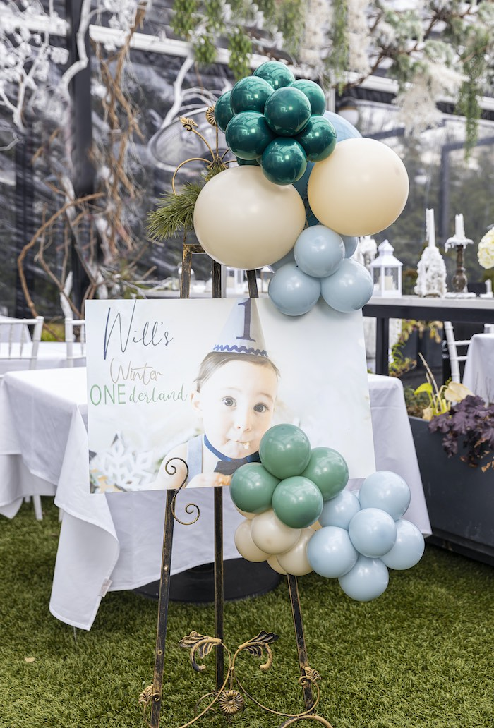 Photo Welcome Sign from a Winter ONEderland Birthday Party on Kara's Party Ideas | KarasPartyIdeas.com (13)