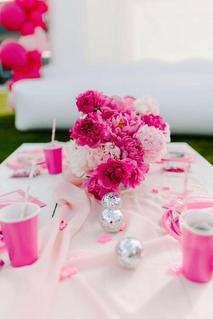 Mesa infantil con temática de Barbie de una elegante fiesta de cumpleaños de Barbie en Kara's Party Ideas |  KarasPartyIdeas.com