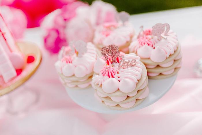 Barbie Macarons de una elegante fiesta de cumpleaños de Barbie en Kara's Party Ideas |  KarasPartyIdeas.com