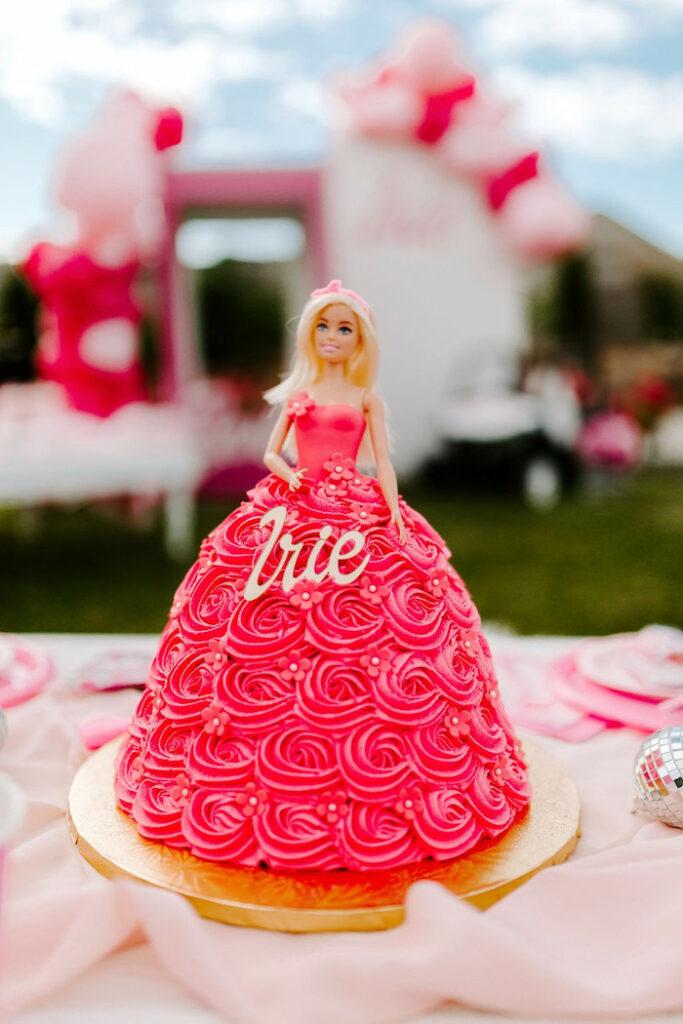 Pastel de Barbie de una elegante fiesta de cumpleaños de Barbie en Kara's Party Ideas |  KarasPartyIdeas.com
