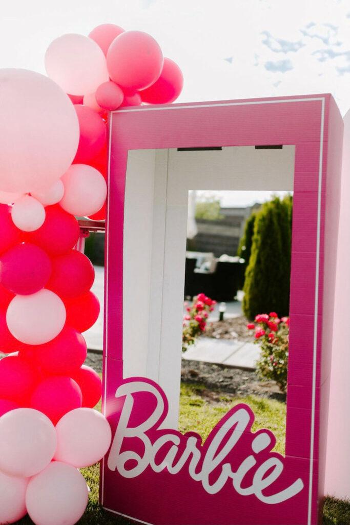 Fotomatón Barbie Box de una elegante fiesta de cumpleaños de Barbie en Kara's Party Ideas |  KarasPartyIdeas.com